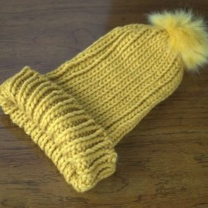 Forever 21 Yellow Faux Fur Pompom Knit Beanie NWOT